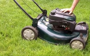 adjustment of cutting height in lawn mower